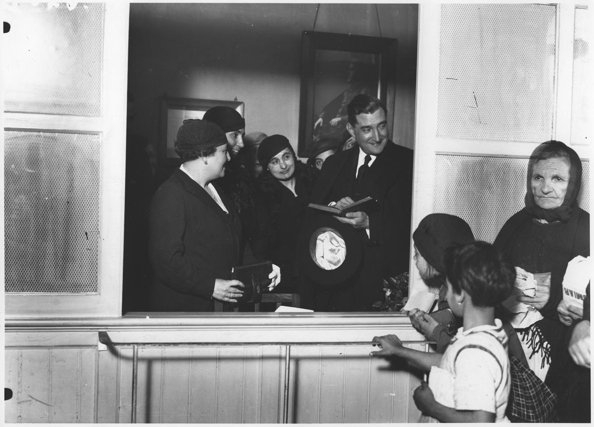 Wizyta premiera prof. António de Oliveiry Salazara w jadłodajni, Lizbona, 1934