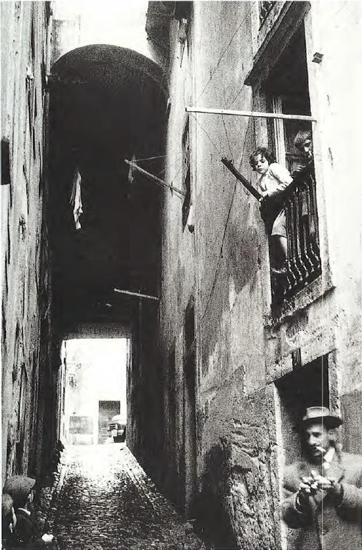 O grande acontecimento fotográfico dos anos 50 é a exposição Lisboa Cidade Triste e Alegre da autoria de Victor Palia e Costa Martins em 1958. Fotografia de Victor Palla. Centro Português de Fotografia, Porto.